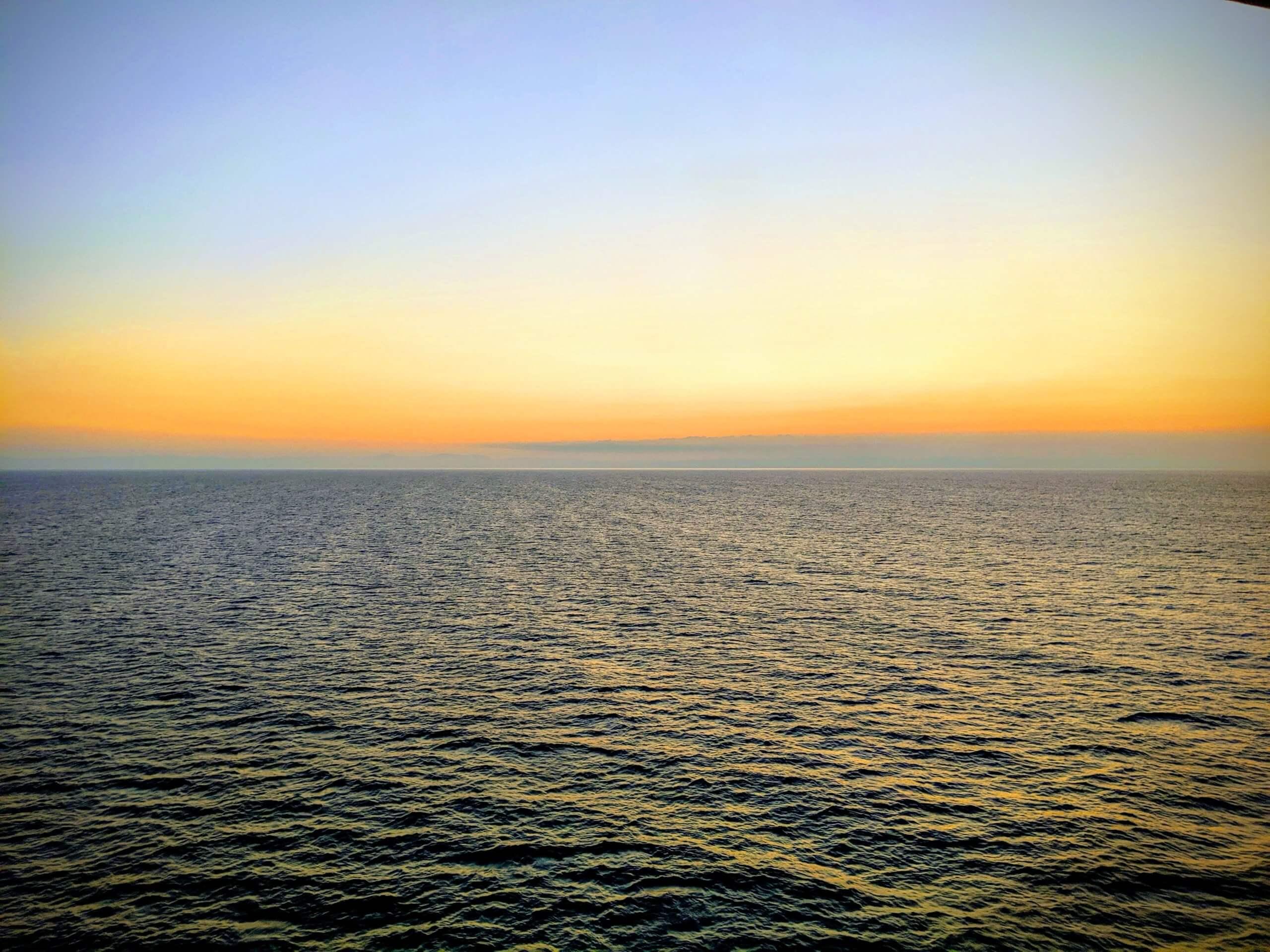 船から観た夕日の風景